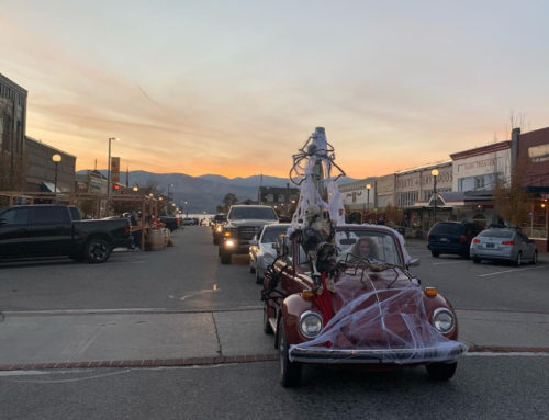 """Goody Bags & """"Car-Stume"""" in Historic Downtown Chelan"""